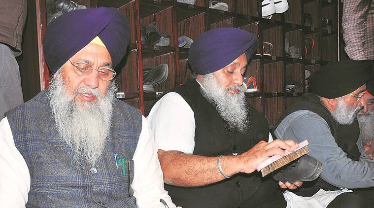 Akhand path installed at Gurudwara: Top SAD leaders do volunteer service at Golden Temple