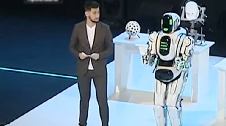 talking robot, talking robot Russia, talking robot turns out to be a man