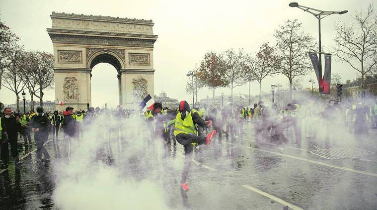 France, France protests, Emmanuel Macron, Paris riots, Yellow vest protesters, France economy, France crisis, world news, indian express
