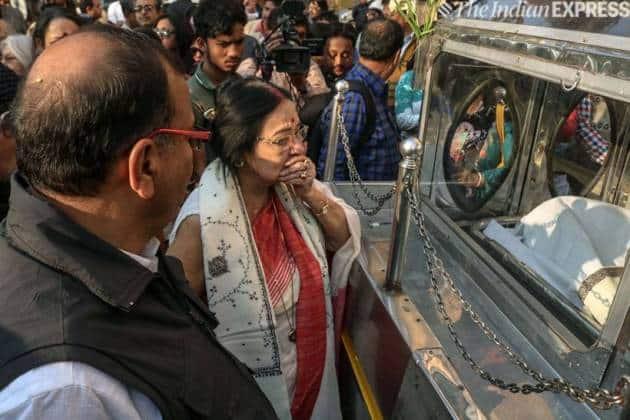 Madhabi Mukherjee at Mrinal Sen funeral