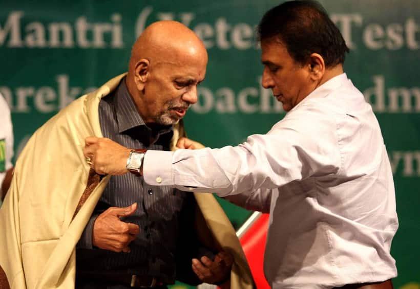 Achrekar being felicitated by Sunil Gavaskar during a ceremony at Vile Parle Recreation Centre at Dinanath Natyagriha Hall.