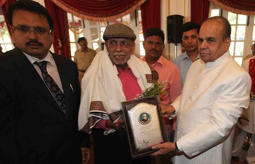 Cricket guru Ramakant Achrekar felicitated by Governor of Maharashtra, K Sankaranarayanan during the distinguished Padma Award winners from Maharashtra for the years 2009 and 2010 at a function at Raj Bhavan on Friday. The felicitation programme organised by the Vasantrao Naik Agricultural Research and Rural Development Foundation