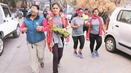 900 people run blindfolded across India