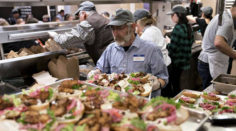 Chef Jose Andres' relief kitchen feeds 5,500 furloughed fed workers