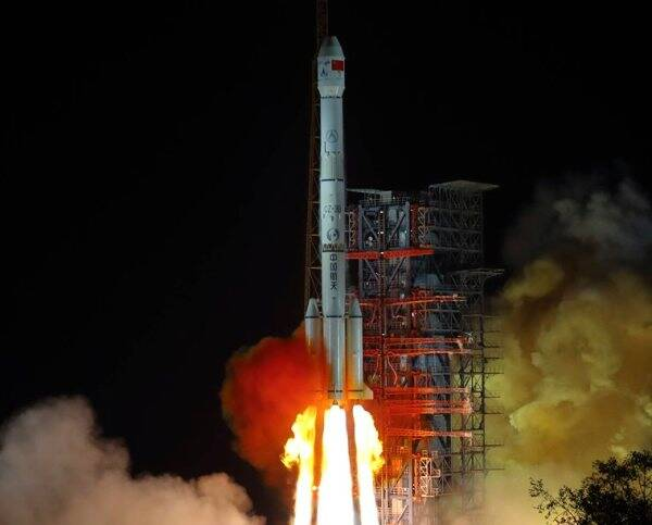 Chinese spacecraft makes first landing on moon's far side