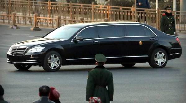 Kim Jong Un's motorcade heads out on Day 2 of China trip