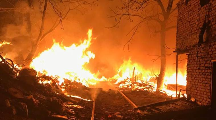 Delhi fire, delhi kirti nagar fire, kirti nagar fire, fire in delhi furniture market, delhi news