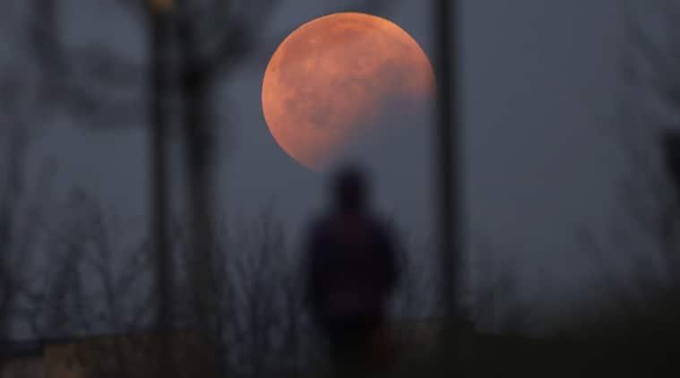 Total lunar eclipse comes with supermoon bonus