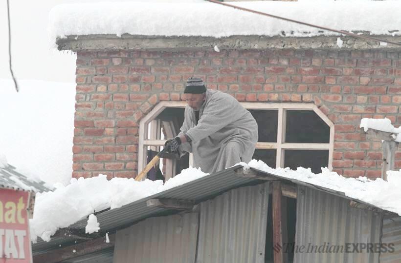 kashmir snowfall, jammu and kashmir snowfall, bandipora heavy snowfall, snowfall in bandipora, indian express news