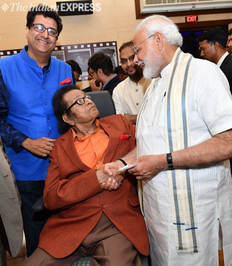 manoj kumar with narendra modi