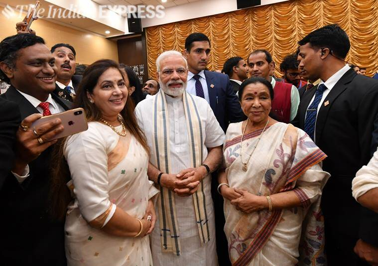 asha bhosle with pm modi