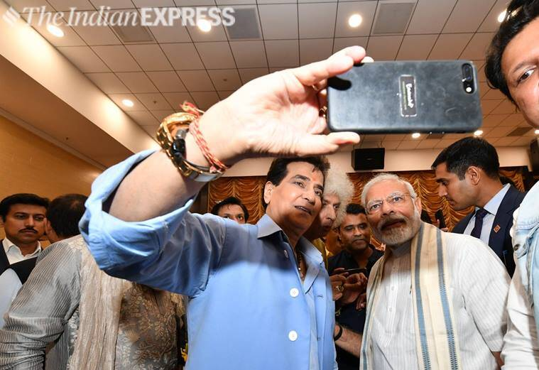 jeetendra selfie with pm modi