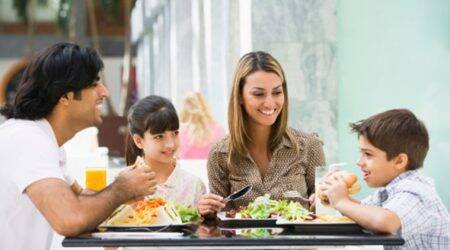 how to eat right at restaurant child parenting