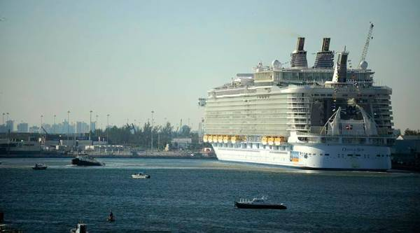 Norovirus outbreak sickens 277 on 'Oasis of the Seas'