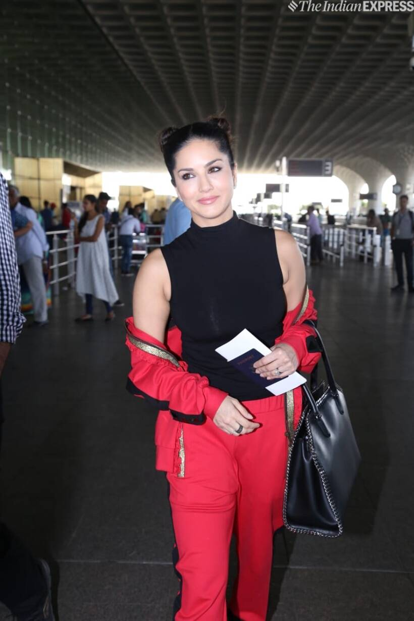 sunny leone at the airport