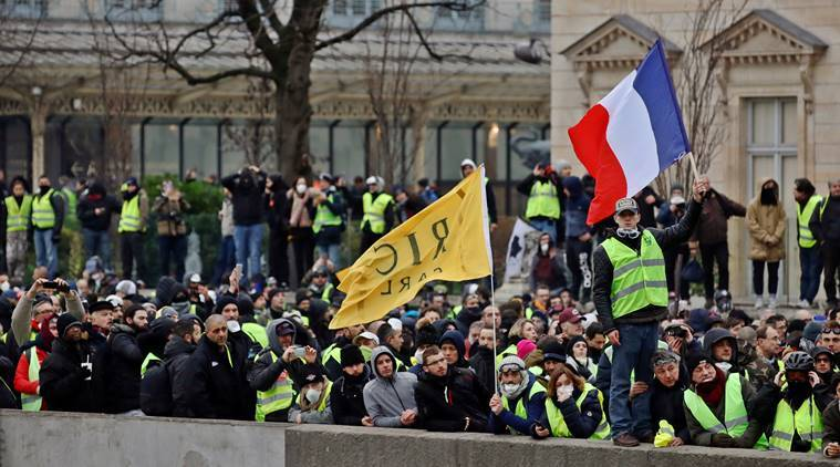 Yello vest, Yellow vest protest, France Yellow vest, France Yellow vest protest, Emmanuel Macron, Emmanuel Macron france, Yellow vest Emmanuel Macron, France protests, Indian express, world news, World news France, latest news