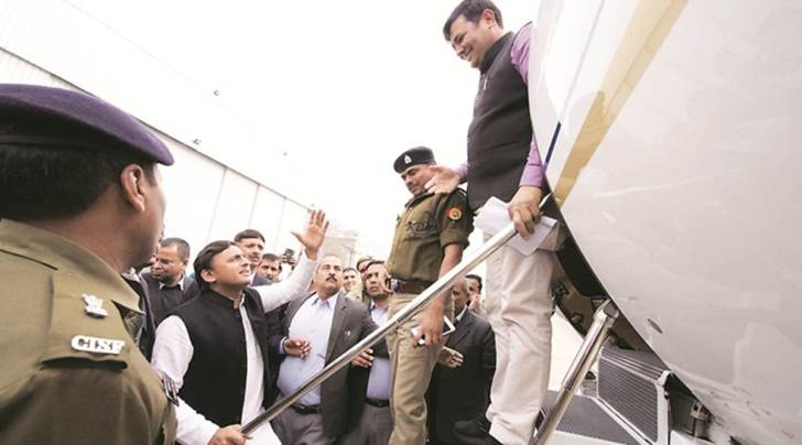 akhilesh yadav, akhilesh yadav detained, lucknow airport, chaudhary charan singh airport, lucknow, samajwadi party, police, allahabad university, bjp, indian express news