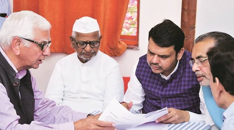 Hazare ends fast on 7th day after marathon talks with CM, ministers