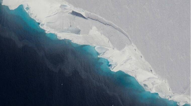 NASA Reports Giant Hole Beneath Thwaites Glacier