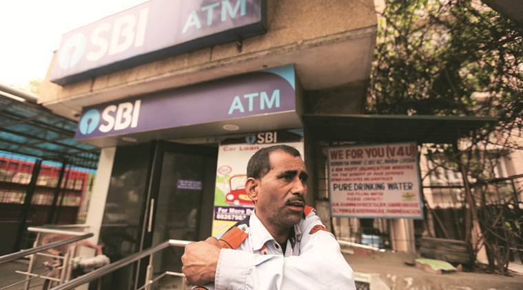 Men Loot Noida Atm Van Of Rs 40 Lakh, Throw Money Around To Distract Crowd