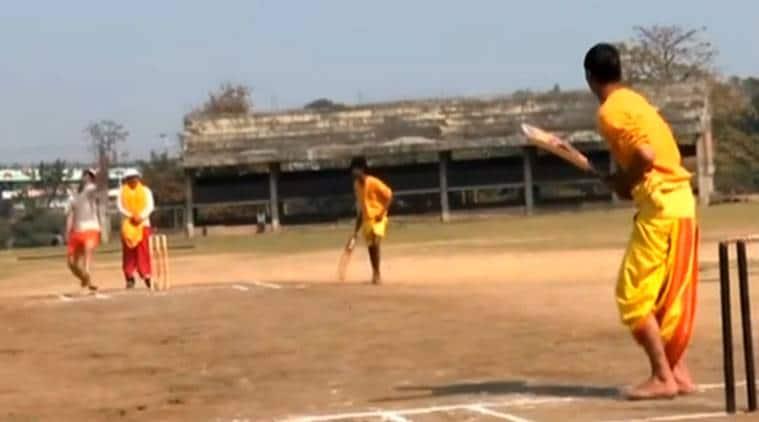 cricket, Varanasi, Sanskrit, players play cricket match dhoni-kurta, sanskrit commentary, Varanasi desi cricket match, viral video,