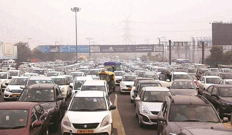 Traffic crawls as hundreds of farmers descend on Delhi-Noida Direct Flyway