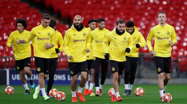 Borussia Dortmund players warm-up