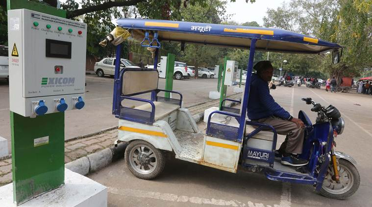 pune, sppu, savitribai phule pune university, transport, e rickshaw, bicycles, buses, solar power, solar autorickshaw, students, indian express news