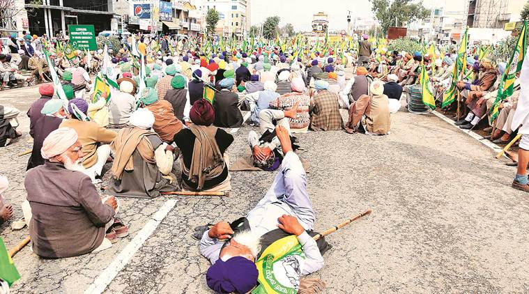 Cheque bounce cases: Farmers block highway as talks with banks, govt fail