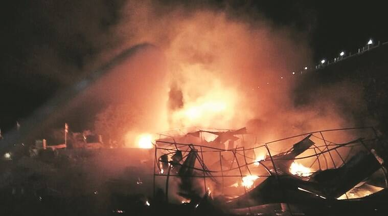 Fire, mumbai, mumbai fire, fire in mumbai, Fire in Thane, Thane fire, Fire accident in MIDC, chemical plant fire, Thane, MIDC, fire engines, Indian Express news