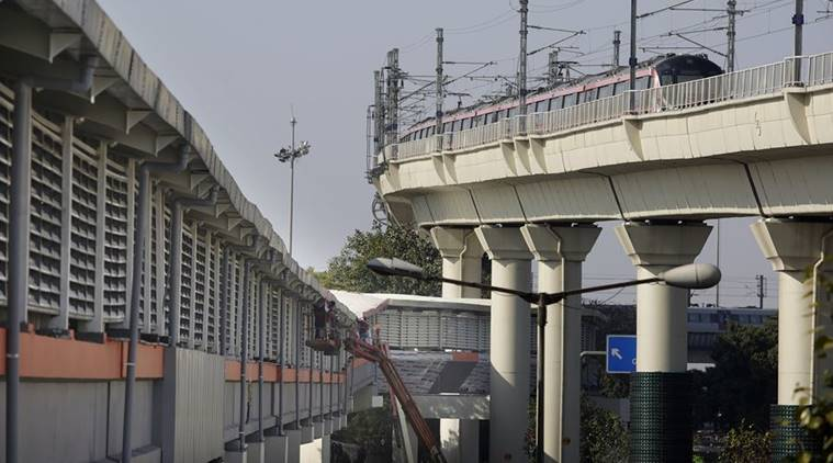 Delhi: Foot Overbridge With 22 Travelators Links Pink And Airport Express Lines