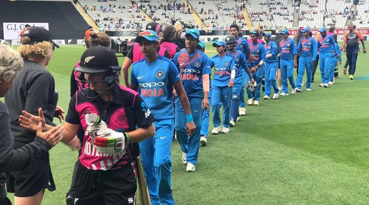 India and New Zealand women cricket teams after the second T20I at Auckland
