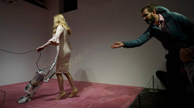 ivanka trump, ivanka trump vaccum, ivanka trump vaccuming crumbs, ivanka trump vaccum gallery, donald trump jr, Jennifer Rubell, us news