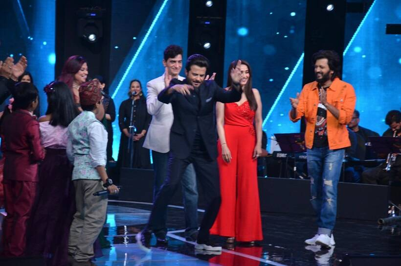 anil kapoor dancing on sa re ga ma pa lil champs