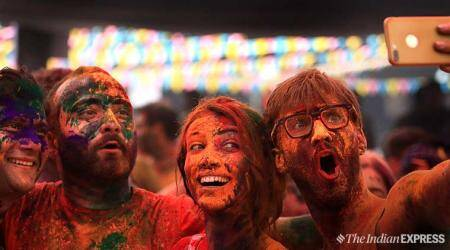 holi, save phone, phone, holi phone, save phone on holi, save phone on holi, phone water damage, waterproof case, waterproof phone case, secure privacy at holi