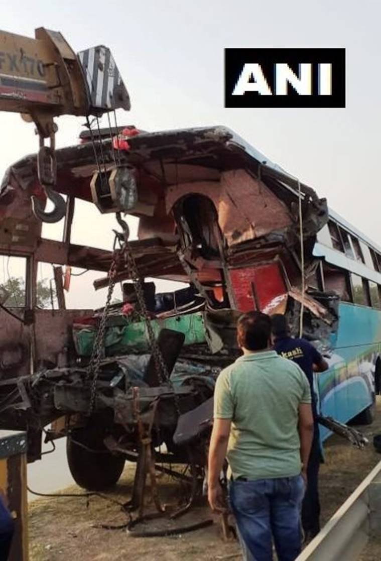 yamuna expressway accident, greater noida, killed in accident, accident death, people killed, 8 killed in accident, greater noida, indian express