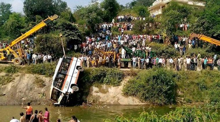 accident, bus accident, bus accident in up, up bus accident, Uttar Pradesh, police, India news, Indian Express news