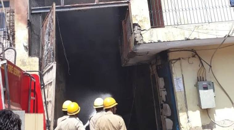 fire, fire in delhi, fire in chemical factory, mundka, fire in mundka, fire tenders, indian express news