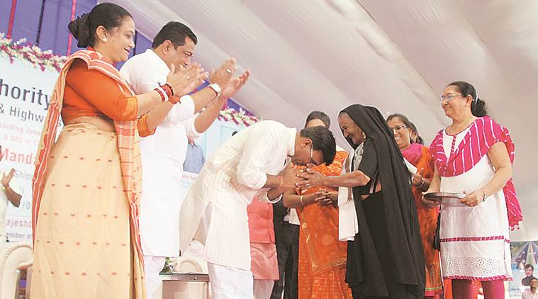 Gujarat: Union minister lays foundation stone of road project in Junagadh