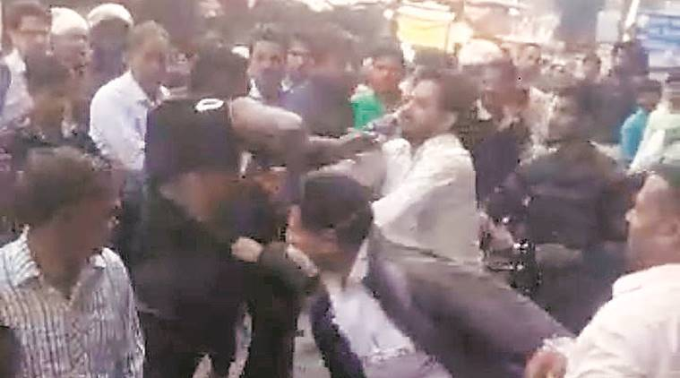 Nigerian man scuffles with cops in Delhi, crowd beats him up