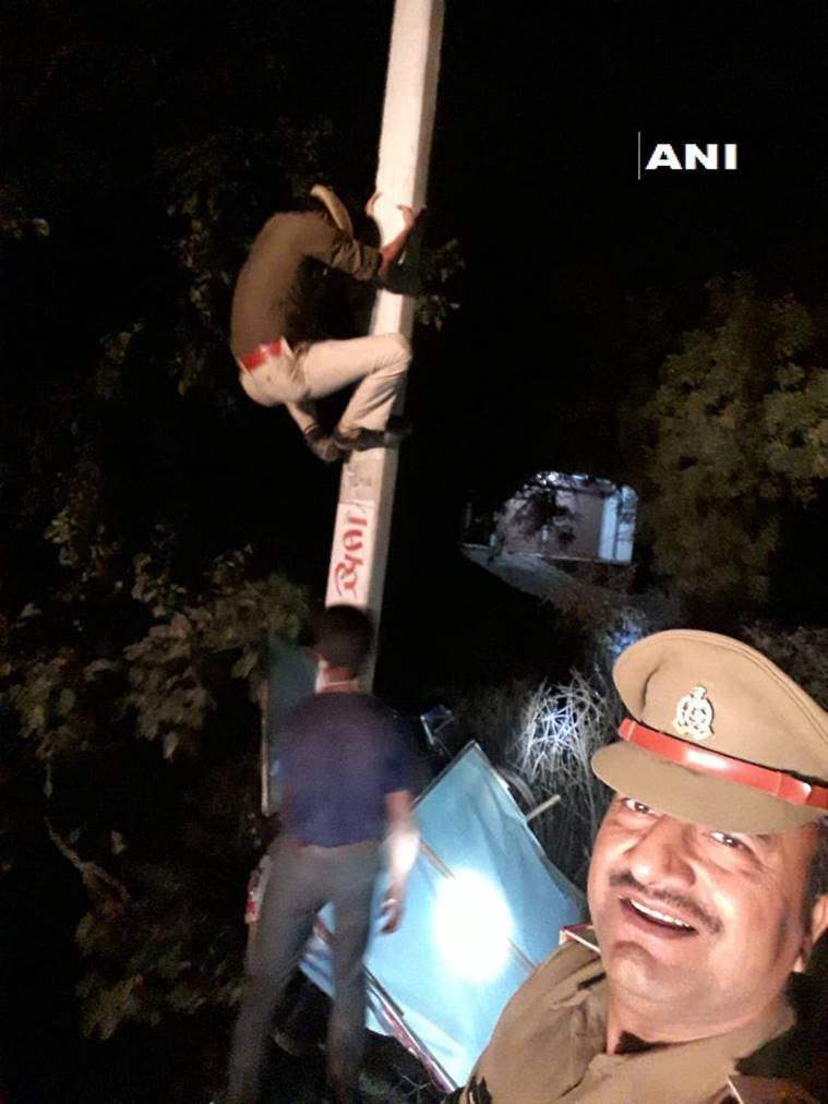 Unnao SI's selfie with constable on electricity pole lands him in trouble