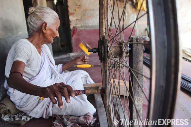 dhaniakhali weavers, handloom industry, west bengal, dhanekhali saris, west bengal weavers, west bengal news, indian express