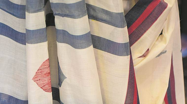 andhra pradesh, textiles, ikat textiles, chirala, prakasm district, weavers, y venugopal, art, weaving, exhibition, sari, exhibition in delhi, dastkari haat studio, jamdani, handloom, indian express news
