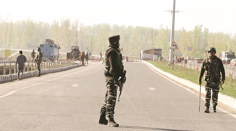 jk highway, jk highway closed, JK lockdown, 1st day of jk lockdown, jk curb, vehicle ban on highway, vehicle ban jk highway, security reasons, security to armed forces, jk news, j&k news, indian express