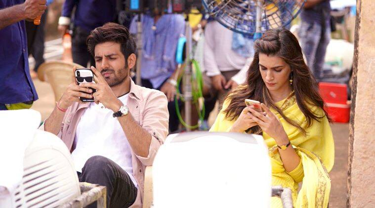 kriti sanon, kartik aaryan, luka chhupi, kriti sanon kartik aaryan twitter chat, celebrity funny twitter chat, entertainment news, bollywood news, indian express