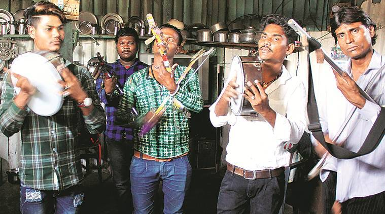 From 'gaalis' to 'taalis' — a new journey for musicians on Mumbai's local trains