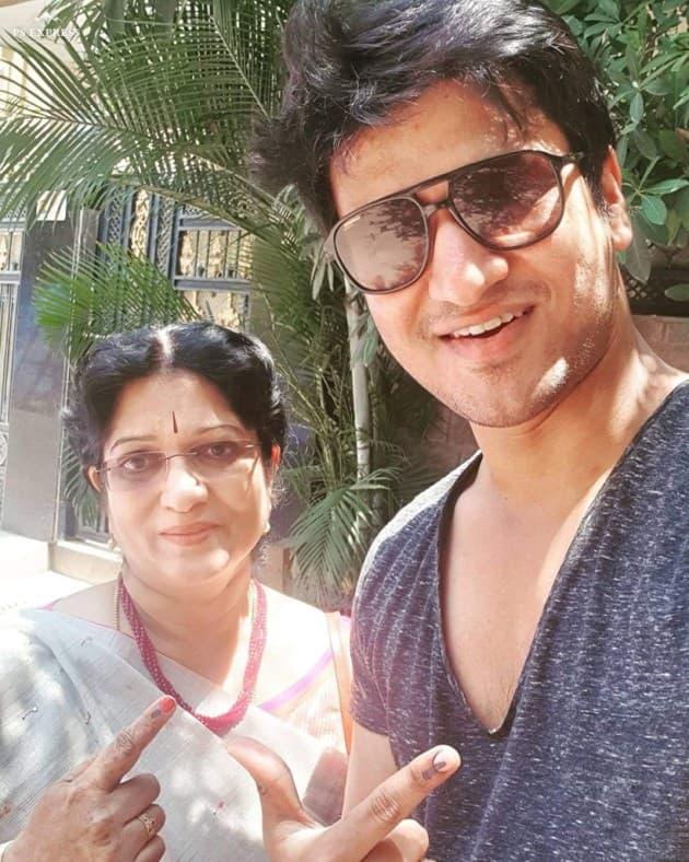 Nikhil Siddhartha with his mother