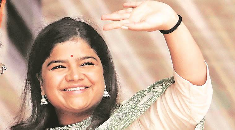 lok sabha elections, lok sabha elections 2019, lok sabha polls, mumbai elections, election in mumbai, poll campaigning, poonam mahajan, congress, bjp, priya dutt, election news, indian express news