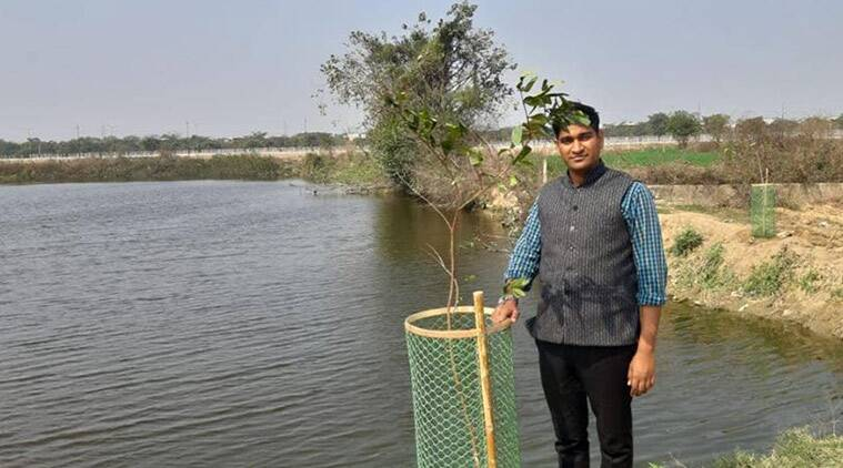 World Earth Day 2019: Meet The Environmentalist Behind The #selfiewithpond Campaign