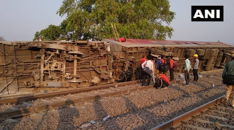 Howrah to New Delhi Poorva Express derails near Kanpur, 8 injured